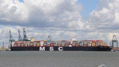 """Photo of Das weltgrößte Containerschiff """"hupt"""" das Star Wars Theme"""