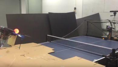 Drohne spielt Ping Pong