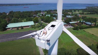 Photo of Sonnenbad auf einer Windkraftanlage