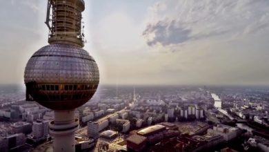 Photo of Der Berliner Fernsehturm am Alex aus der Drohnensicht